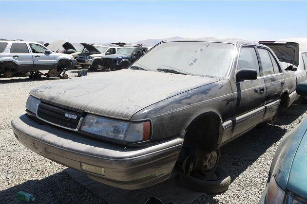 1980年代後半、トヨタ、日産、ホンダの3社はそれぞれ「クレシダ」、「マキシマ」、「レジェンド」を米国市場に投入して大きな利益を上げていた。これに負けてはいられないマツダは、5代目HC型「ルーチェ」を米国向けに改良し、マツダ「929」として発売する。後輪駆動で強力なV型6気筒エンジンを搭載するなど、多数の