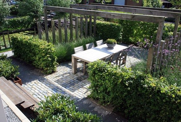 Simple pergola with additional horizontal posts creating a sculptural screen