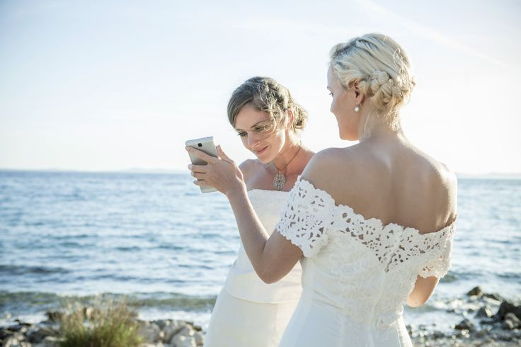 7 Apps to Help You Plan Your Wedding (That You Never Knew You Needed!) | Brides.com