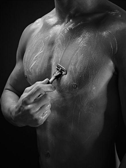 Η Gillette Λανσάρει την Πρώτη Ξυριστική Μηχανή Φτιαγμένη για το Ανδρικό Σώμα | Περιοδικό Men's Health: Αντρικός Οδηγός για Fitness, Υγεία, Μείωση Βάρους, Διατροφή, Sex, Style και Αντρική Σοφία