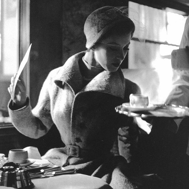 Lunch aboard the Flèche D'Or, photographed by Lillian Bassman, circa 1950