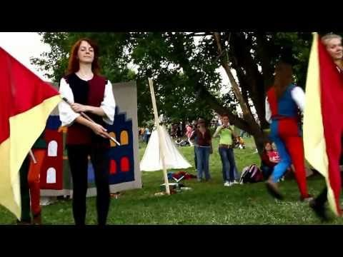 Medieval Theatre in Moscow Jesters stilts, jugglers, minstrels, dances, acting, jugglers, acrobats - YouTube