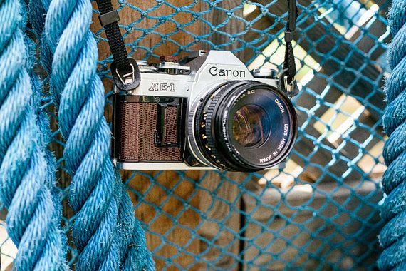 Canon AE-1 35mm filmcamera Releathered + FILM + Extra's!