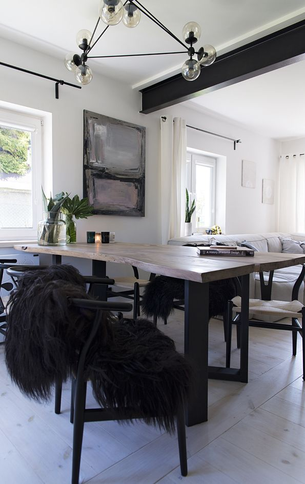 Natural edge table in scandinavian dinning room  #scandinavian #dinningroom #dinningtable #table #naturaledgetable #table