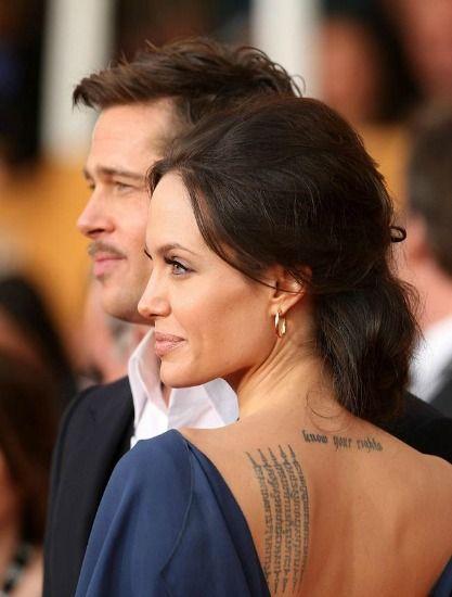 Ao lado de Brad Pit, Angelina Jolie deixa à mostra frase em árabe e oração tailandesa