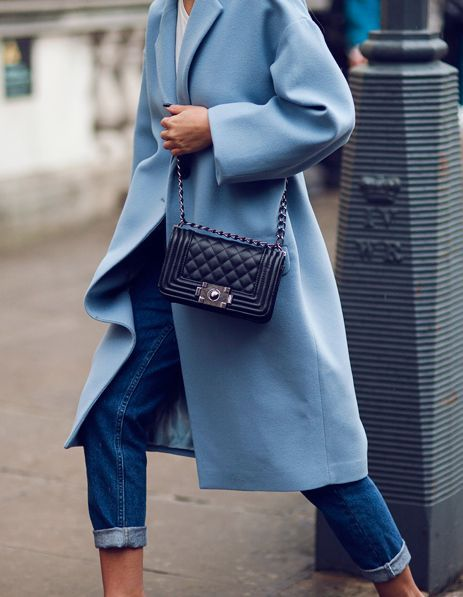 Long lightblue coat with rolled up jeans and chanel purse. Streetstyle to copy.
