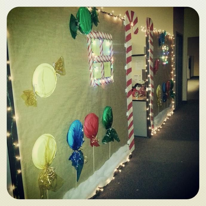 gingerbread house decorating office home | Christmas Cubicle Pictures of Holiday Office Decorations | Tacky Light ...