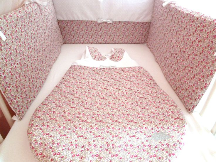 Tour de lit en Liberty Eloise Rose et plumetis blanc déhoussable