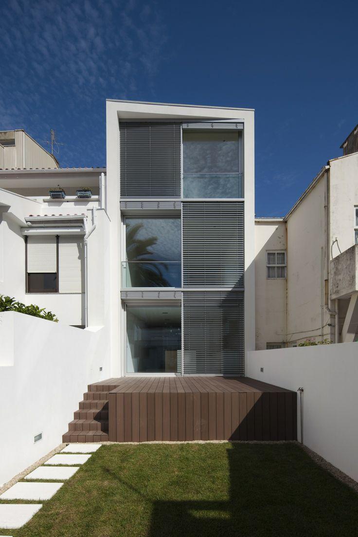 House 77. Location: Póvoa de Varzim, Portugal; firm: dIONISO LAB; year: 2010