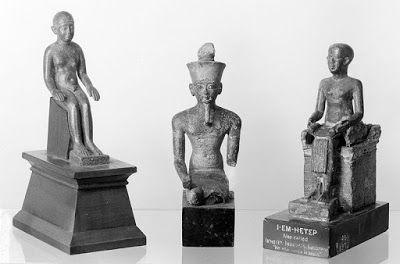"""Hebreu Negro: Imhotep - o egípcio - um homemmhotep (2655 - 2600 a.C), que significa """"aquele que vem em paz"""", foi um gênio egípcio, que serviu à Djoser, rei da Terceira Dinastia, na função de chanceler do faraó, sumo-sacerdote do deus-sol, projetista responsável pela construção da primeira pirâmide do Egito, etc. Ele é considerado nada mais nada menos que, o primeiro arquiteto/engenheiro e primeiro médico da história antiga."""