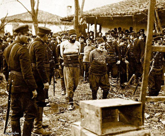 Türk köylüler idam sehpasına götürülürken
