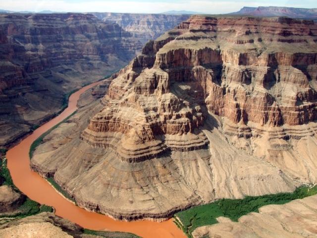 Wielki Kanion Kolorado uważany za jeden z naturalnych cudów świata znajduje się w jednym z najstarszych parków narodowych w USA.