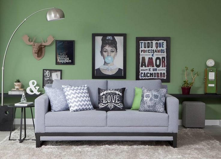 O encontro do verde com o cinza resulta em um estilo mais moderno e equilibrado de decoração -- que por sinal está suuper em alta. Quadros e posters são a dica para abraçar com estilo a proposta na sala de estar. Que tal?  Produtos: - Capa Para Almofada 42X42 Cm Love Preto; - Quadro Moldura Preta Girl Bublle 60 X 80Cm; - Puff Quadrado Tissue Cinza; - Quadro Moldura Preta Amor De Cachorro 60 X 80Cm; - Sofá 3 Lugares Clair Eco Algodão Cinza.  #producaocasamobly #casamobly #moblybr #mobly #lar…