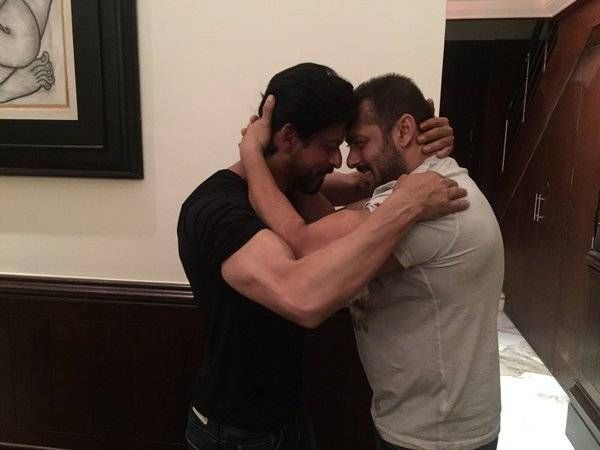 SRK-Salman hug: Funny tweets break internet