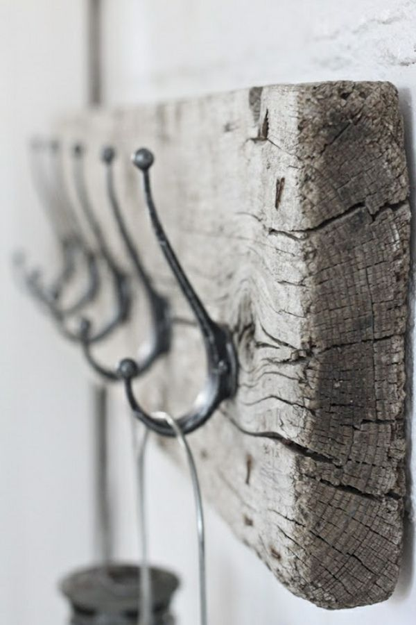 brett aus treibholz an der wand - hänger - Wunderbare Treibholz Deko, die auch praktisch sein kann – 45 verblüffende Ideen
