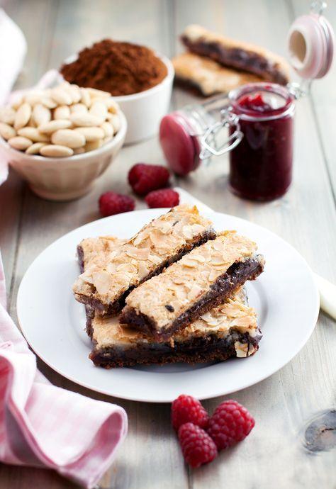 barrette al cioccolato con marmellata di lamponi e pasta di mandorle