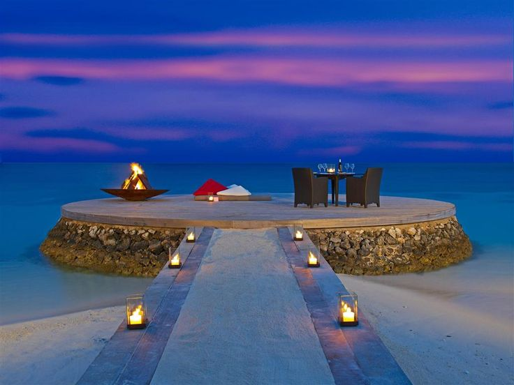 W Maldives Retreat & Spa - romantic dining
