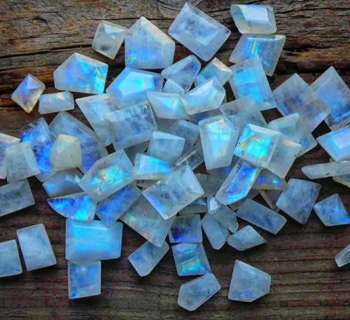 Since ancient times, Moonstone has been a tangible connection to the magic of the moon - an amulet of protection for travelers, a gift of lovers for passion, a channel for prophecy, & a path to wisdom. Our ties to the moon are strong. As it waxes & wanes in cyclic perfection, it creates the tides & rhythms of our mother, Earth, & influences our behaviors, emotions & spiritual growth. Moonstone calms & encourages, teaching us the natural rhythms of life.