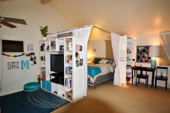 Soveværelse i stuen og fjernsyn i begge rum!