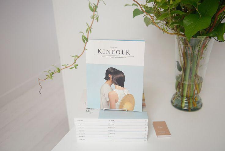 офис kinfolk, квасивые офисы, офис open-space, офис в стиле минимализм, офис в скандинавском стиле, креативный офис, деревянные столы, потолочные балки, интерьер офиса, блог об интерьерах