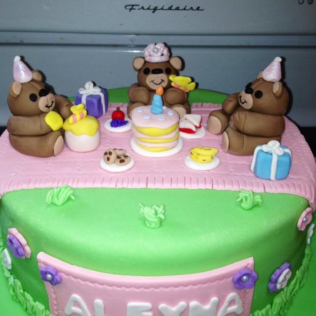 Cake Decorating Course Leamington Spa : 17 Best images about Teddy bears picnic on Pinterest ...