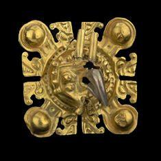 Tapa de orejera (con cabeza de ave). Oro y platino. 500 a.C. - 300 d.C. Valle del Cauca 5 x 8,4 cm.