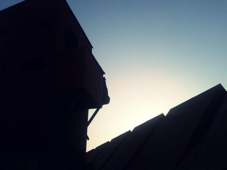 La plataforma Salvemos el Toblerone denuncia 36 irregularidades durante la demolición del silo de minerales.