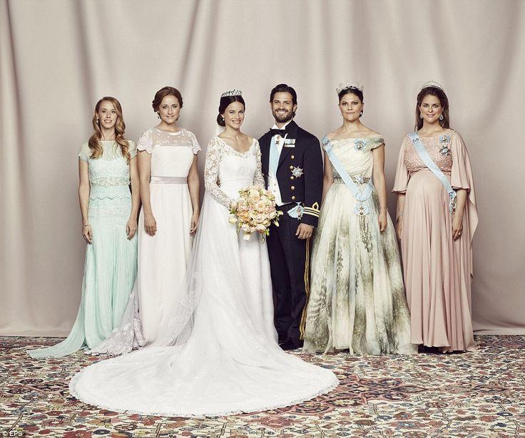 Sister Act: De jonggehuwden met hun broers en zussen: (LR) Sara Hellqvist, Lina Hellqvist, kroonprinses Victoria en Prinses Madeleine