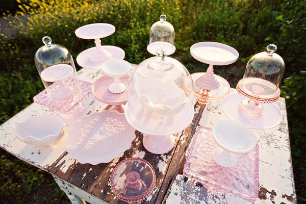 oh so lovely.Stands Beautiful, Pink Cakes, Colors Pink, Cake Pedestal, Cake Stands, Gift Cards, Depression Glasses, Cake Plates, Pink Depression