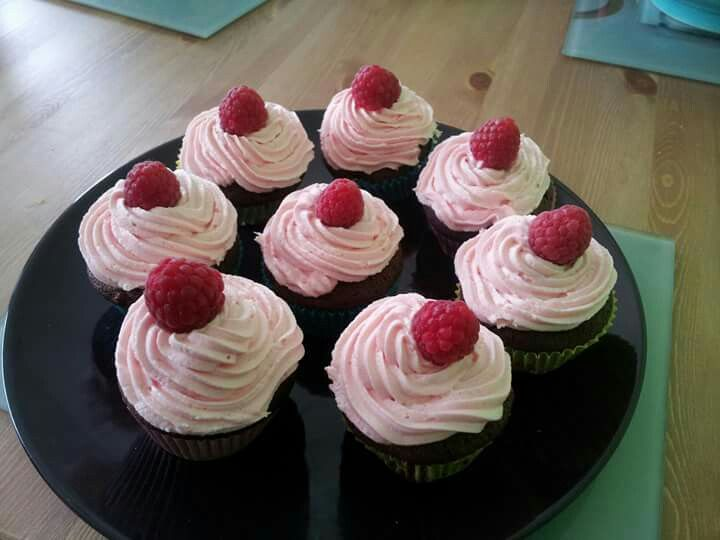 Chocolate and fresh raspberry cupcakes
