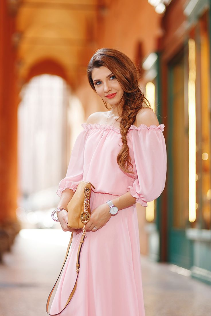 larisa costea, larisa costea blog, the mysterious girl, the mysterious girl blog, fashion blog, blogger, fashion, fashionista, it girl, travel blog, travel, traveler, ootd, lotd, outfit inspiration,look of the day,outfit of the day,what to wear, gown,long dress, wedding,prom, chic diva, chicdiva.ro, rochie lunga,rochii de bal, rochii de nunta, rochie roz,off the shoulder dress,ruffled dress,palepink,pastelpink,bologna,one day in bologna, bologna center,tower, finestrella, finestrella di via…