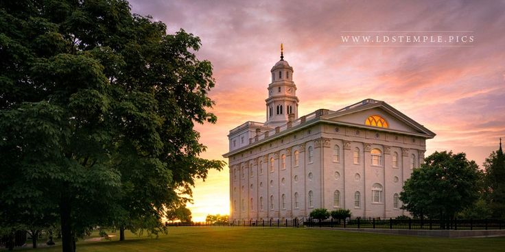 Nauvoo Temple Late Sunset - The last light of the day fades as the sun sets at…