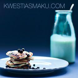 Pancakes z jagodami i syropem klonowym