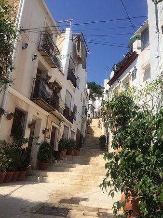 Barrio Santa Cruz, Alicante: Lees beoordelingen van echte reizigers zoals jij en bekijk professionele foto's van Barrio Santa Cruz in Alicante, Spanje op TripAdvisor.