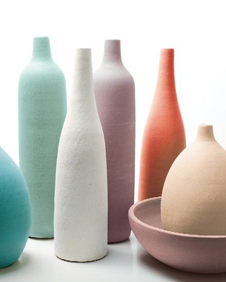 peindre des bouteilles de différentes tailles. Déco colorée et design assurée