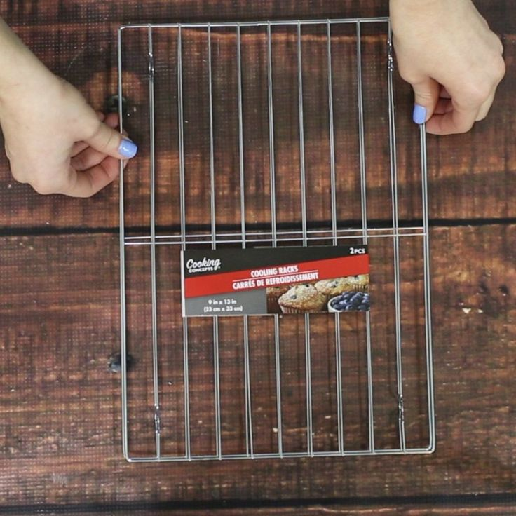Check out these cooling rack hacks to get yourself totally organized! Grab a cooling rack, some E6000, a dollar store chalk board, & some S hooks & create a gre…