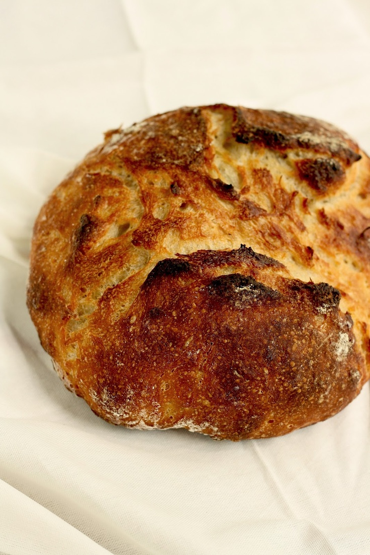 A simple, foolproof recipe for artisan bread. No kneading involved.
