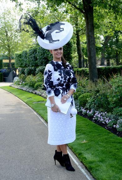 Evento tradicional da realeza britânica reúne os mais extravagantes fascinators
