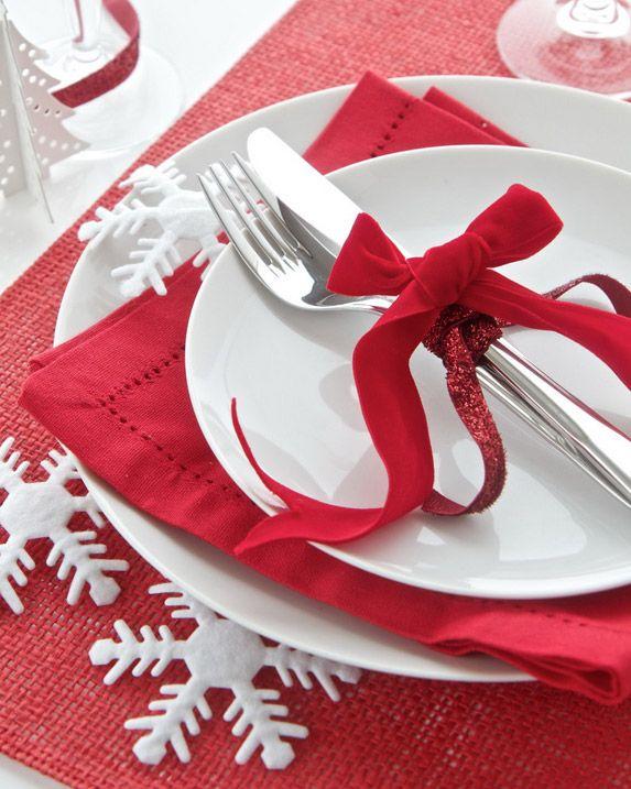 Έξυπνοι και οικονομικοί τρόποι για να διακοσμήσετε με στιλ το χριστουγεννιάτικο τραπέζι