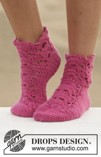 """Crochet DROPS sock with lace pattern in 1 thread """"Big Fabel"""" or 2 threads """"Fabel"""". Size: 35-43. ~ DROPS Design"""