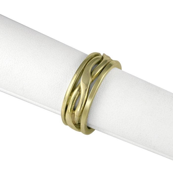 CROSSOVER. Hand-made crossover wedding band, in 19ct gold.