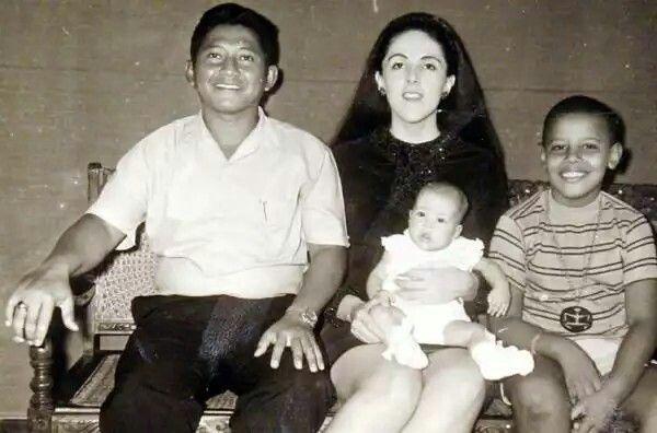 BARACK OBAMA JR. (FAR RIGHT) &MOTHER ANN DUNHAM SOETORO HOLDING BARACK'S HALF SISTER MAYA & BARACK'S STEPFATHER LOLO SOETORO (FAR LEFT) WHOM ANN DUNHAM MARRIED IN 1965 AFTER DIVORCING BARACK OBAMA SR. IN 1964.