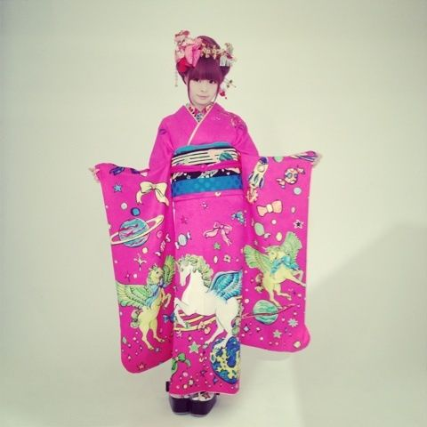 きゃりーぱみゅぱみゅ in the snow — unicorn outfit