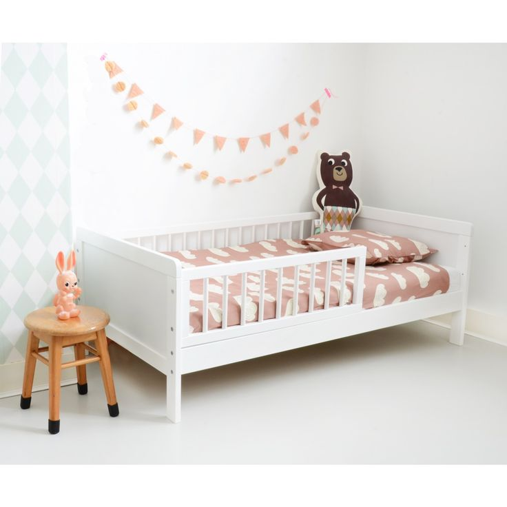 les 25 meilleures id es de la cat gorie lit enfant 2 ans. Black Bedroom Furniture Sets. Home Design Ideas