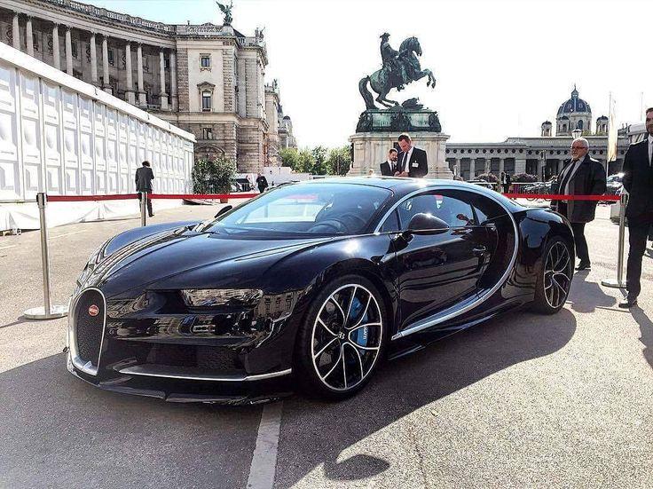 차량명(Cars) : Bugatti-Chiron 휠 제조사(Wheel company) : N/A(순정) 휠 명칭(Wheel name) : N/A(순정)  세상에서 가장 빠른 자동차로 손꼽히는 부가티 베이론의 뒤를 있는 세상에서 가장 '더' 빠른 자동차가 최근 등장했습니다. 바로 부가티 치론입니다. 8기통을 2개 이어붙인 W16엔진인 이녀석은 1500마력에 계기판이 500km/h까지 있다죠? The world fastest car Bugatti Veyron But the following world 'more' fastest car is there in recentley. That is the Bugatti Chiron. It is 1500Hp with double V8 W16 engine and has a maximum speed gage upto 500km/h isn't it? #휠스타그램 #휠라이프 #휠 #카스타그램 #자동차 #자동차그램 #튜닝카 #튜닝 #슈퍼카…