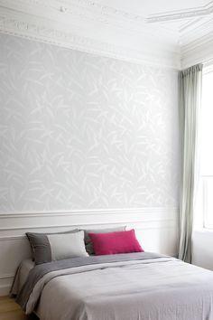 Inspirerande sovrum med tapet från kollektionen Podium. Ljust & fräscht! Klicka för att se fler fina tapeter för ditt hem!