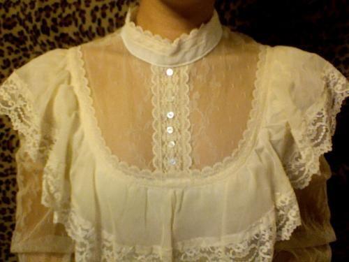 ヴィンテージウエディングドレス、アンティークウエディングのドレスを販売。1950年から1980年代、ビクトリア朝ドレス、アンティークドレス、結婚式や披露宴、二次会やフォトウエディングのドレスとしてご利用下さい。