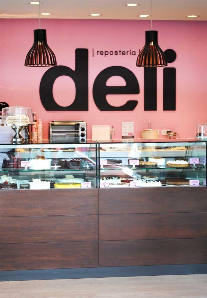 DELI / Revitalización de imagen para una de las pastelerías más grandes del país / Proyecto nominado al XV Premio Lápiz de Acero 2012, Categoría: Identidad visual / www.aluzian.com