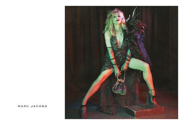 Marc Jacobs (マーク・ジェイコブス) から2016-17年秋冬キャンペーンが公開された。ゴシックムード溢れるデカダンなコレクションを披露した今季 Marc Jacobs のコレクションを踏襲したキャンペーン、モデルにはファッションシーンのイットガールをはじめ、ヒップホップクイーン、そして日本のオルタナティブ界のレジェンド灰野敬二をはじめ総勢16名を起用。David Sims (デヴィッド・シムズ) によるビジュアルでは、これまで Marc Jacobs が打ち出してきたモダンかつクリーンなイメージとはガラっと変わったダークな世界観を打ち出している。