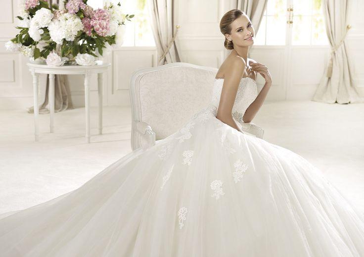 Domingo - Pronovias - Esküvői ruhák - Ananász Szalon - esküvői, menyasszonyi és alkalmi ruhaszalon Budapesten